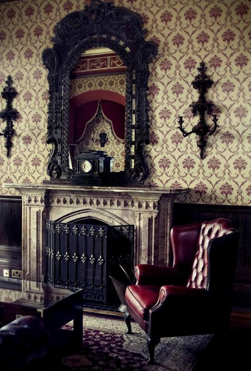 Зеркала в готическом стиле