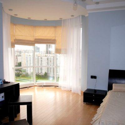 идея дизайна штор в спальне