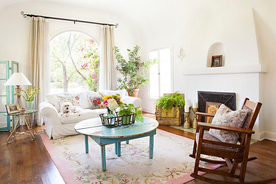 Самый простой способ оформить стены интерьера шебби-шик - это покрасить их в белый цвет
