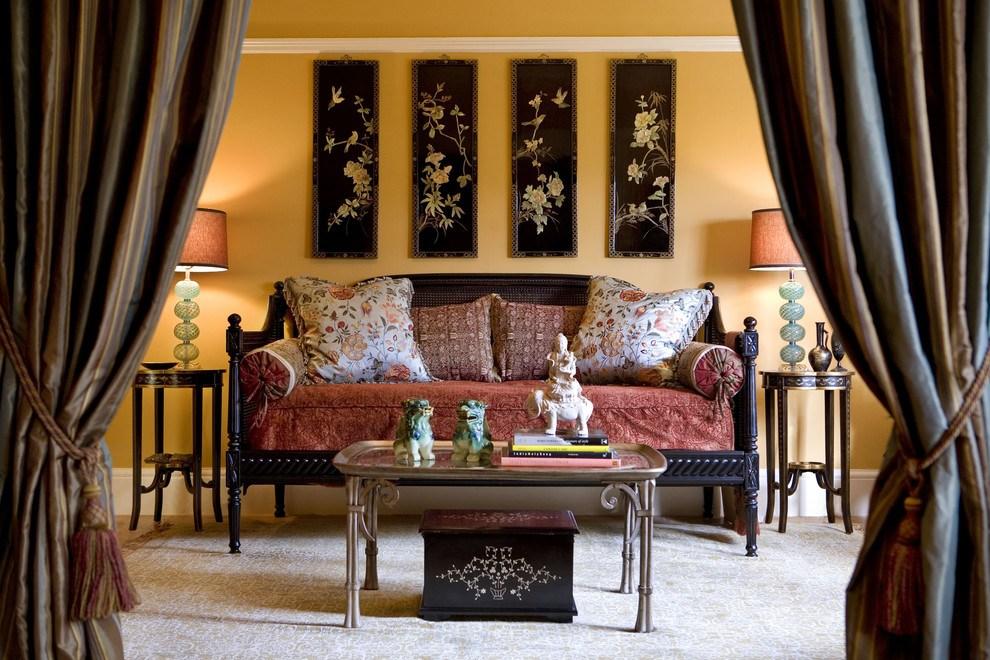 Шелковые подушки добавят уюта комнате