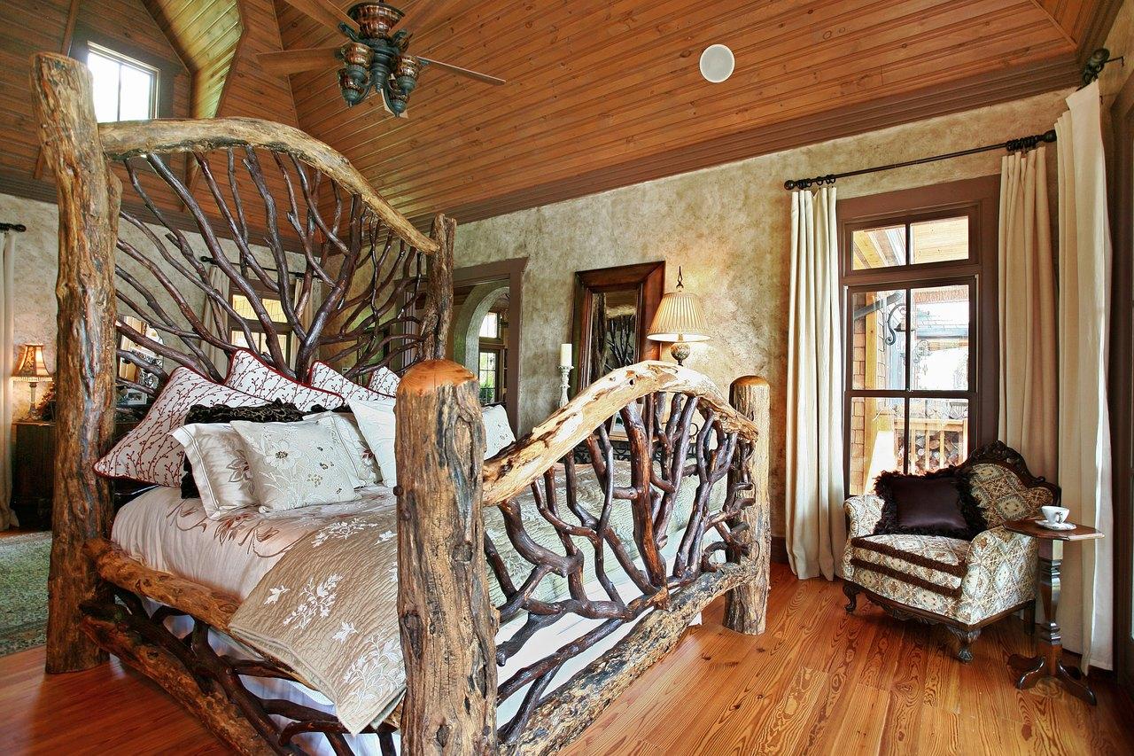 Кровать из стволов и веток