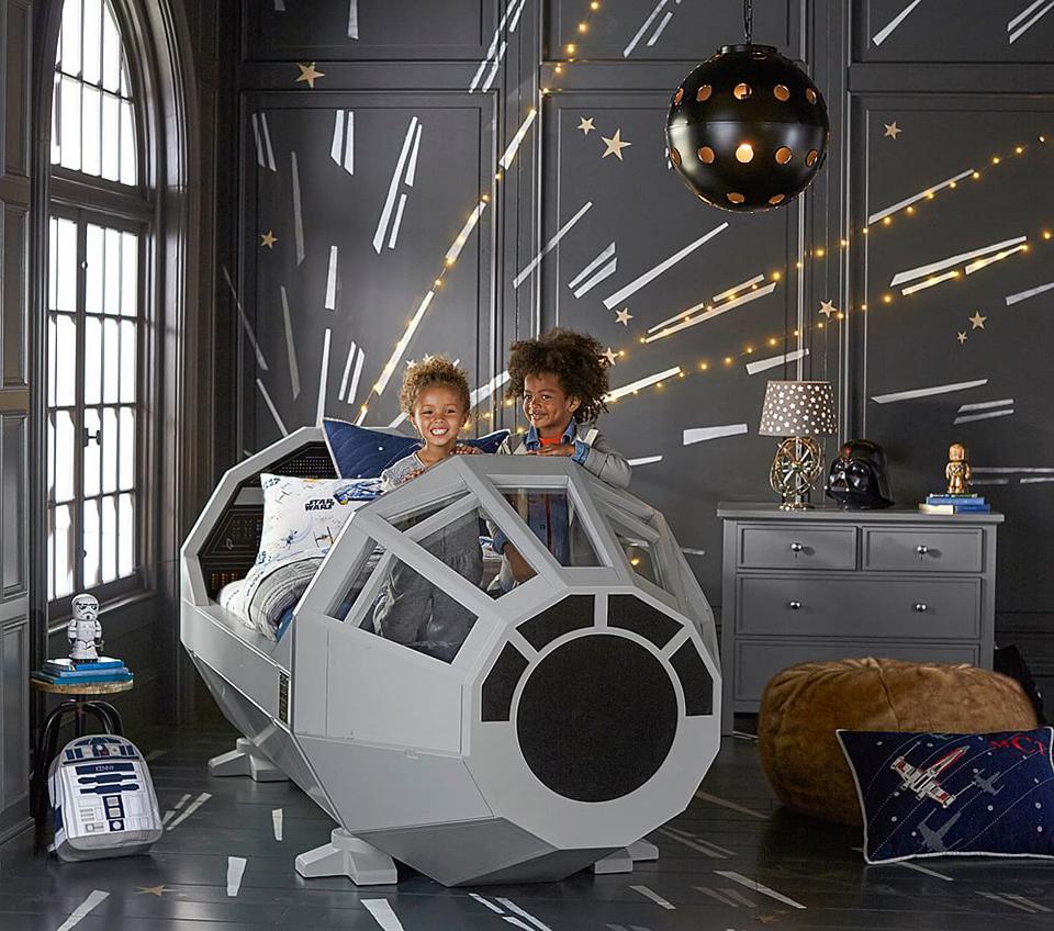 Кровать-космический корабль в детской