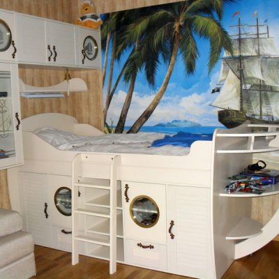 Кровать-пароход в морском стиле