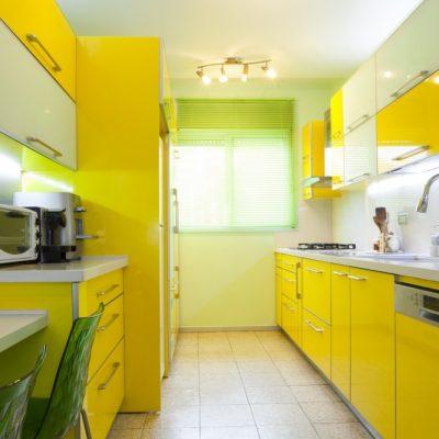 Яркий желтый оттенок кухни