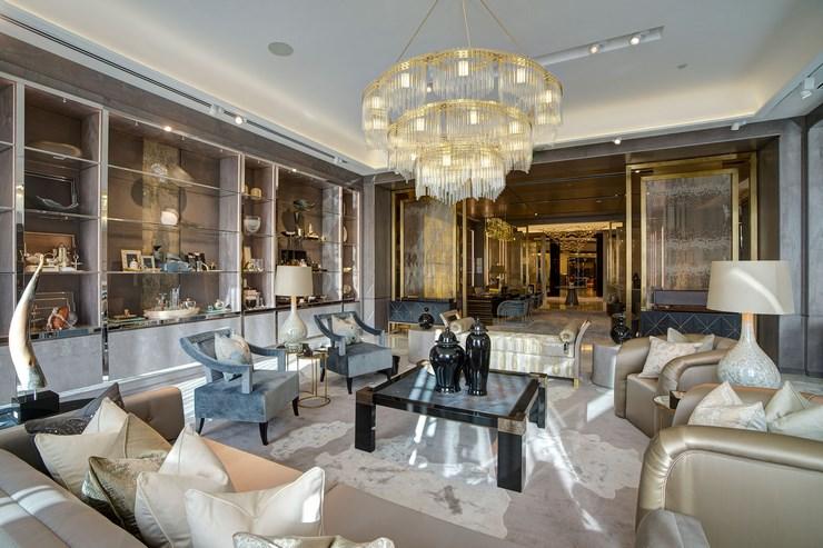 Комната в стиле модерн часто бывает декорирована эксклюзивными и антикварными предметами искусства