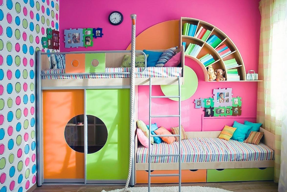 Яркая комната для двоих детей в стиле поп-арт