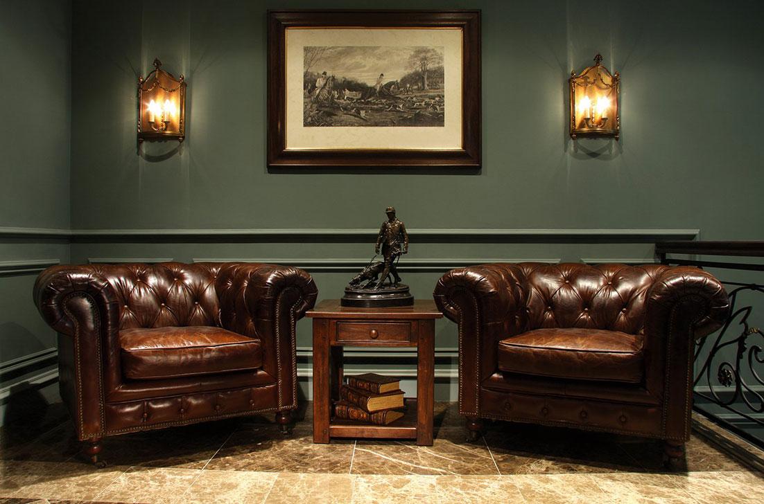 Окрашенные стены в кабинете в английском стиле