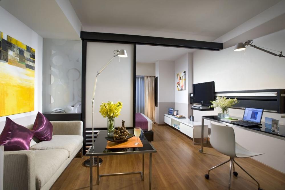Раздвижные перегородки между спальней и гостиной