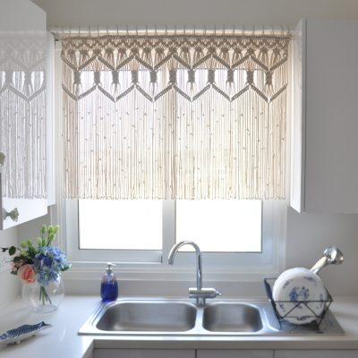 Плетёные шторы-нити в стиле кантри