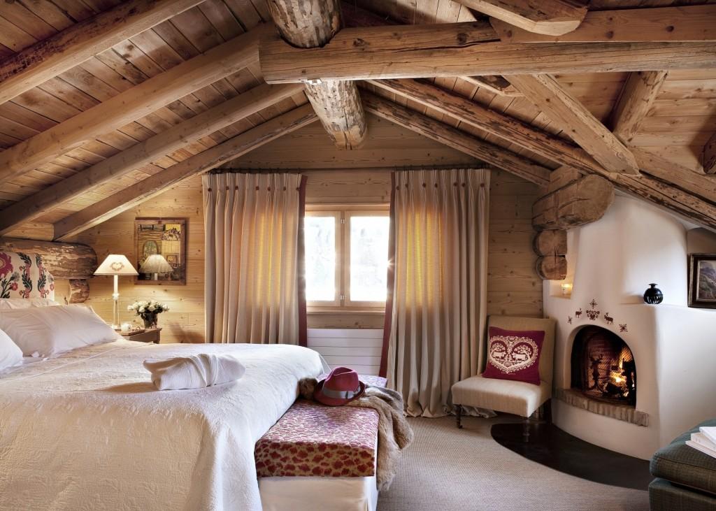 Камин в спальне в русском стиле под печь