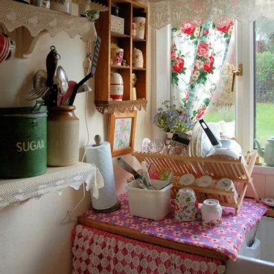 Шторы-прованс на кухне в стиле кантри