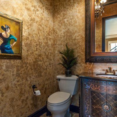 Резные элементы в ванной в стиле ретро