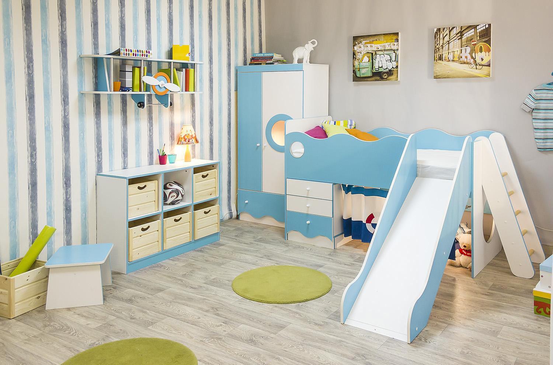 Кровать с горкой в морском стиле