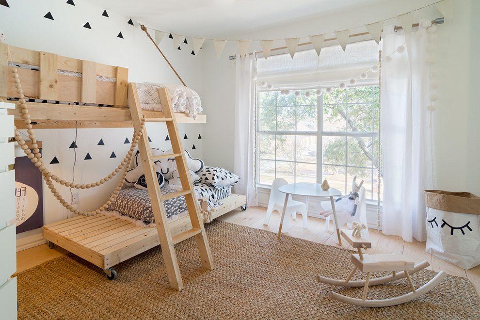Для детской комнаты предпочтительными будут занавески из легких и натуральных материалов