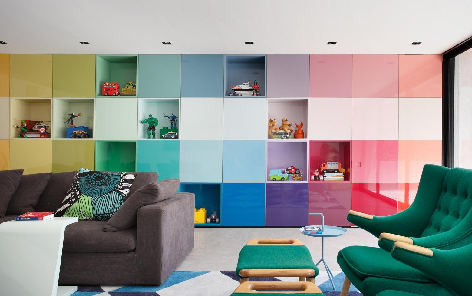 Разноцветный шкаф в детской в стиле поп-арт