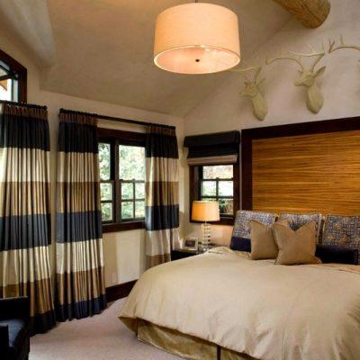 шторы в коричневых тонах в спальне