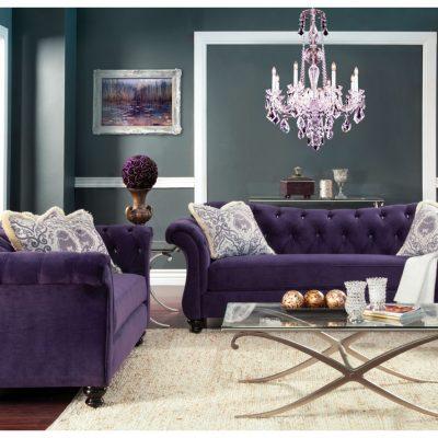 Фиолетового цвета диван