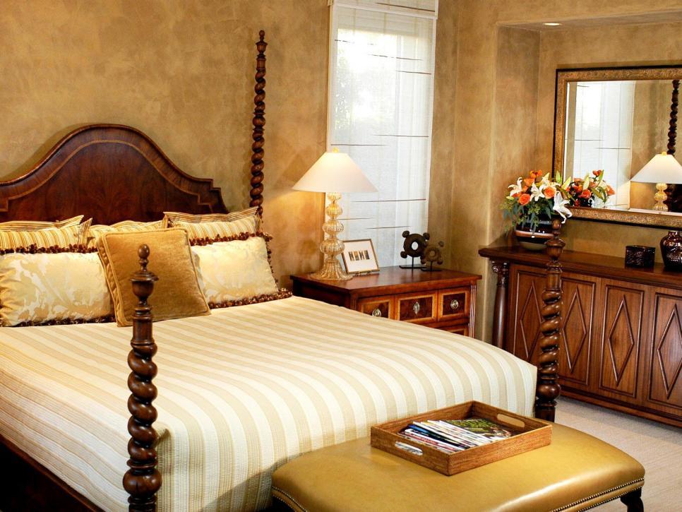 В итальянской спальне стены можно отделать венецианской штукатуркой