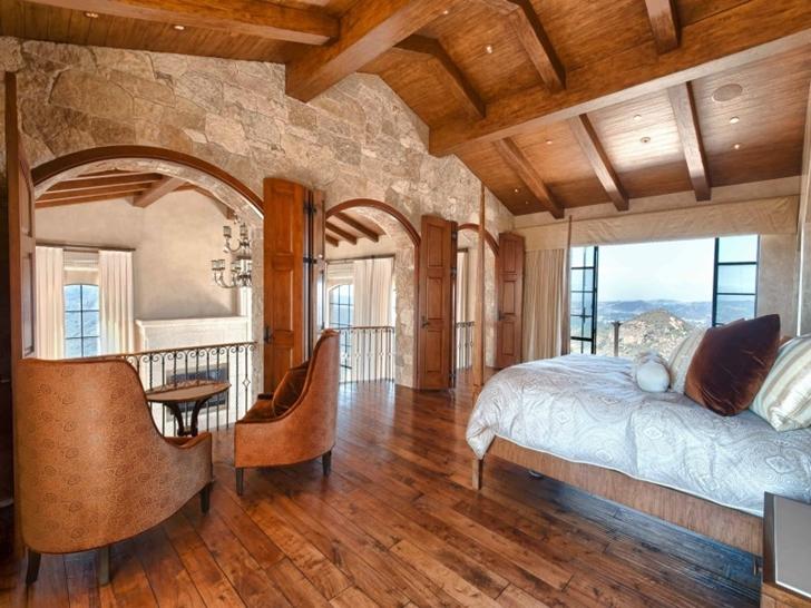 В отделки спальни в средиземноморском стиле используется много натуральных материалов