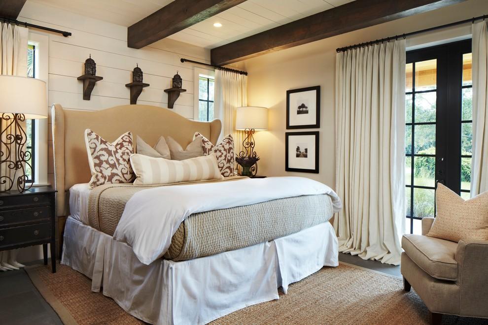 Постельное белье, покрывало и шторы для спальни в средиземноморском стиле выбирают, как правило, из натуральных материалов
