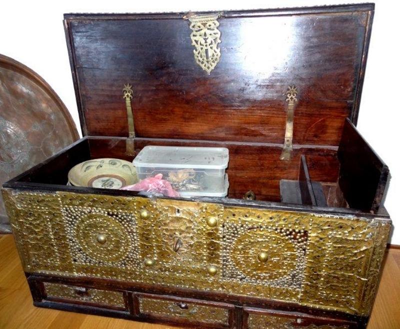 Сундук в арабском стиле