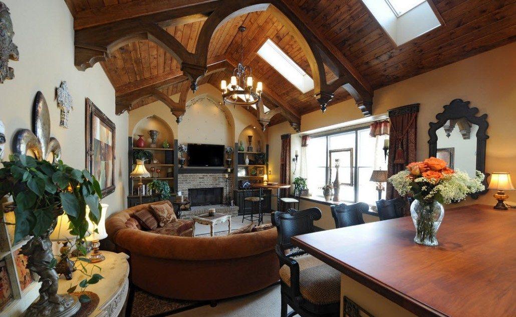 Сводчатый потолок в гостиной в готическом стиле