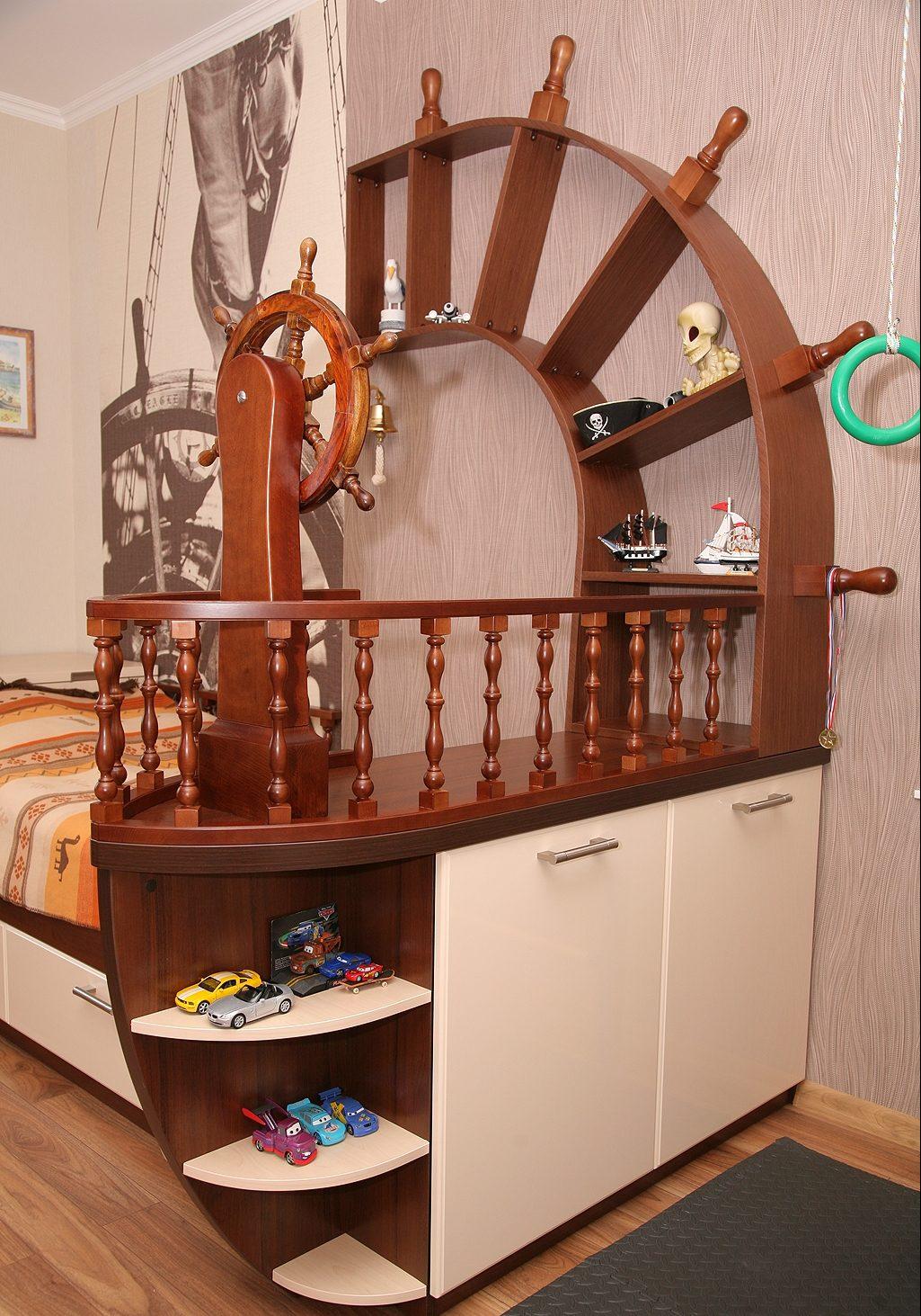 Кровать-корабль с мачтой