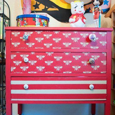 Яркий шкаф в стиле ретро