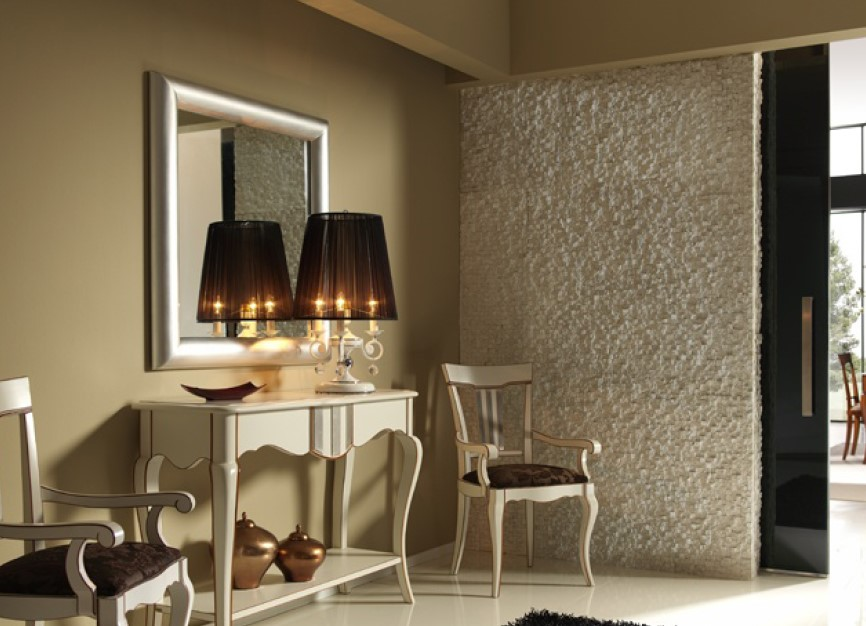 Выкрашенная деревянная мебель