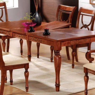 Стол из дерева со стульями