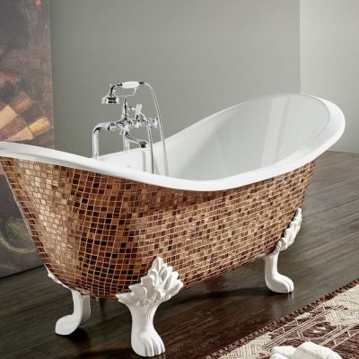 Изящная ванна на ножках