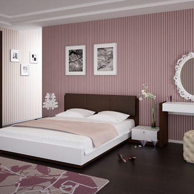 Розовая отделка стен спальни