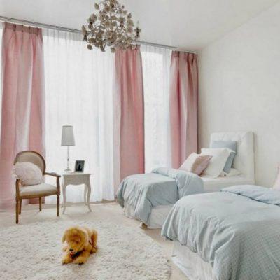 Романтическая спальня со шторами