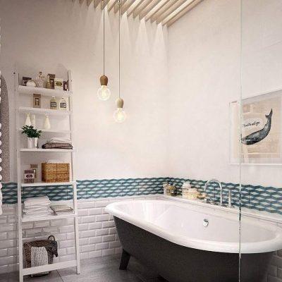 Пример ванной комнаты на фото с ящиками и ванной