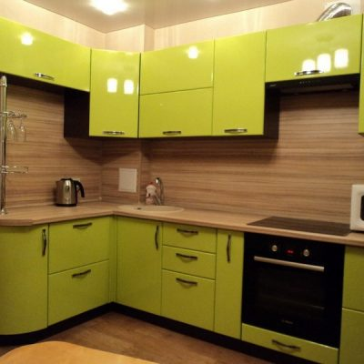 Яркий оттенок фасада кухни