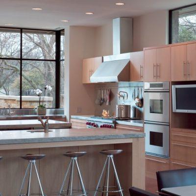 Окно на кухне модерн