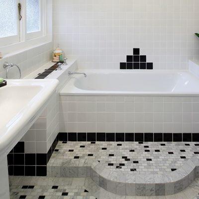 Черно-белое оформление комнаты