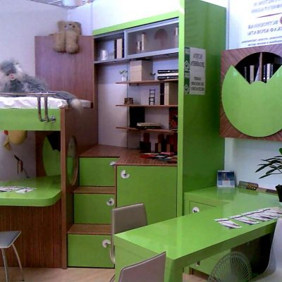 Зеленая мебель для детской