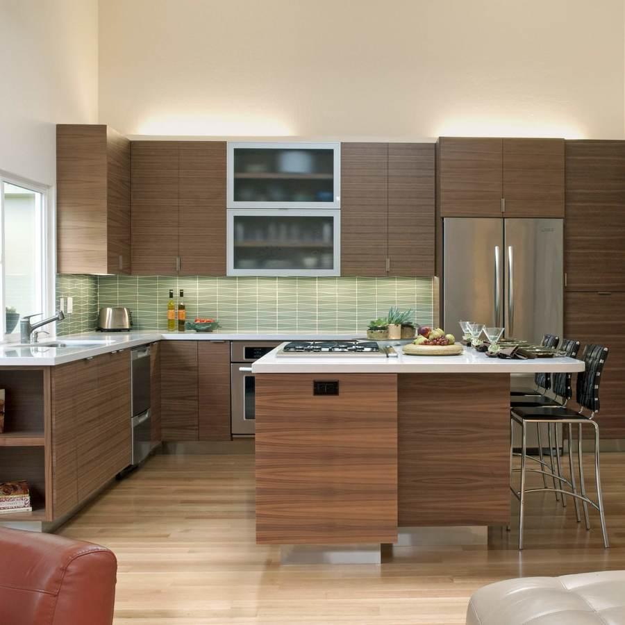 Простая кухня из дерева