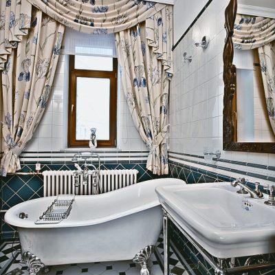 Шторы на окнах в ванной
