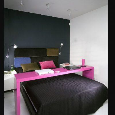 Розовый акцент в спальне