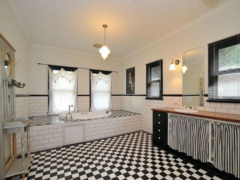 Огромная площадь ванной