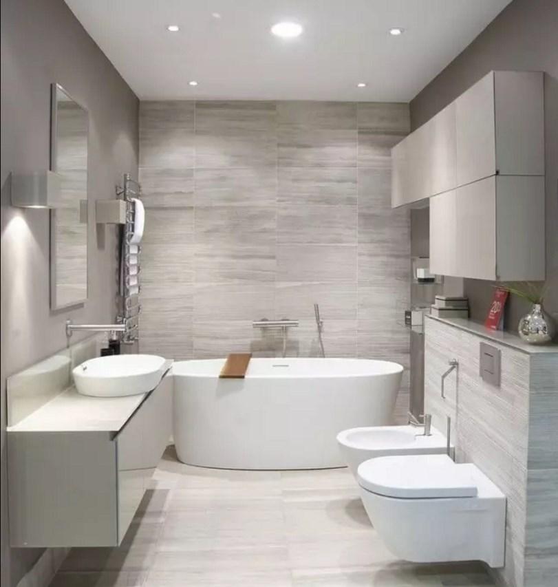 Светлая ванная на фото примере