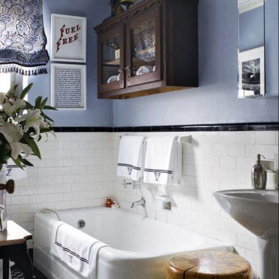 Шкаф над ванной