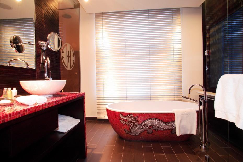 Японская чугунная ванная
