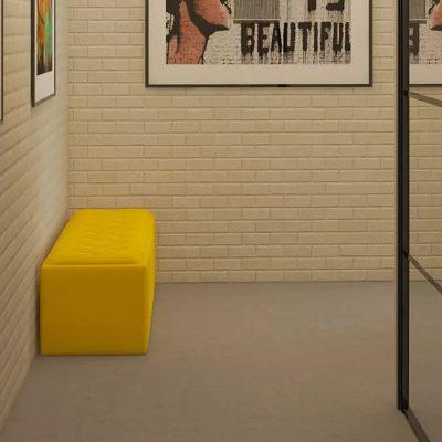 Желтое сиденье в прихожей