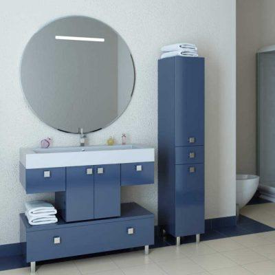 Зеркало и синяя мебель