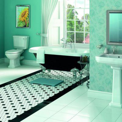 Черная ванная из чугуна