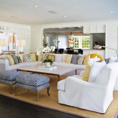 Расположение мебелипореди комнаты