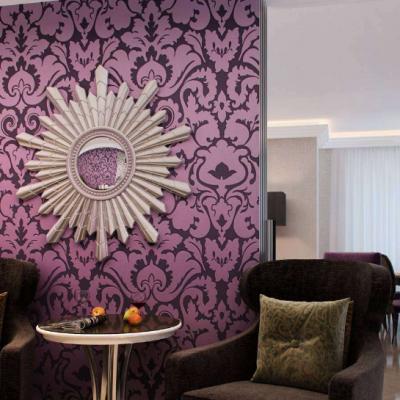 Фиолетовая стена в арт деко